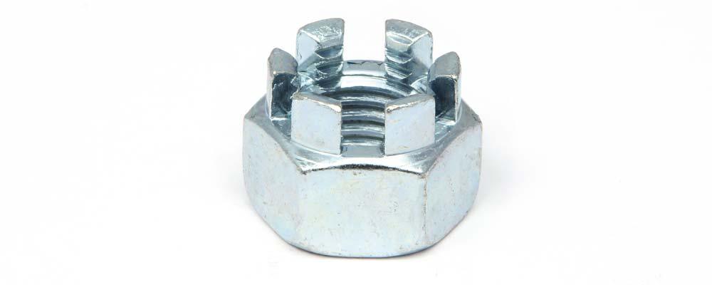 Tuerca DIN 935 hexagonal almenada.